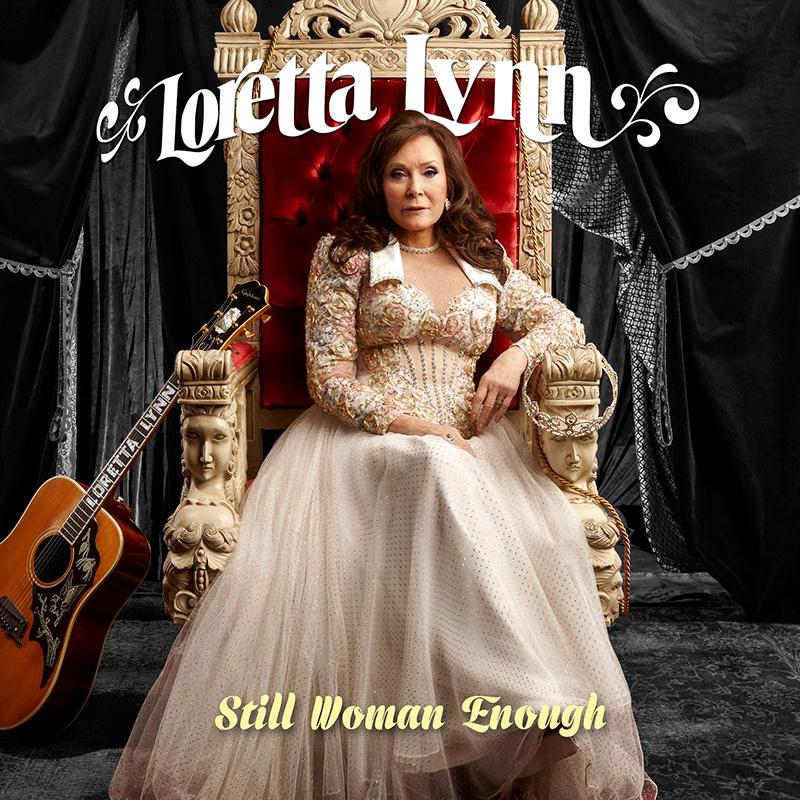 Loretta Lynn rinde tributo a las mujeres en el country con Still Woman Enough