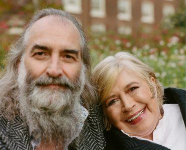 Marianne Faithfulll with Warren Ellis recitan poemas en She Walks in Beauty