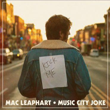 Mac Leaphart publica nuevo disco Music City Joke