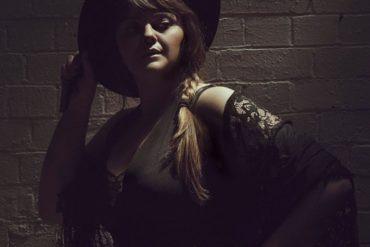 Sue Ray publica nuevo disco, Demons Will Win