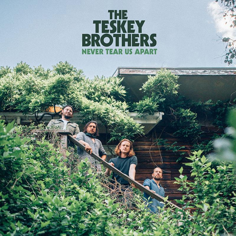 The Teskey Brother rinden tributo a Michael Gudinksi con una canción de INXS