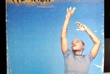 Me'Shell NdegéOcello publicó Peace Beyond Passion tal día como hoy